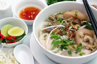 Bánh canh giò heo là món ăn được nhiều người yêu thích ở Sài Gòn. Ảnh: Foody