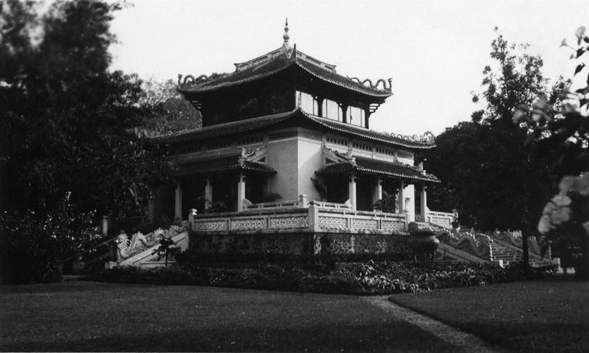 Đền Kỷ Niệm trong Thảo Cầm Viên, nay là đền thờ Vua Hùng. Ảnh tư liệu.