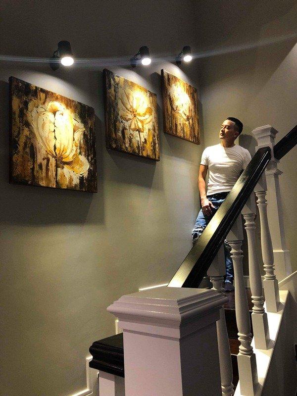 Từng bức tranh trong nhà đều được Cao Thái Sơn tự tay lựa chọn cẩn thận.