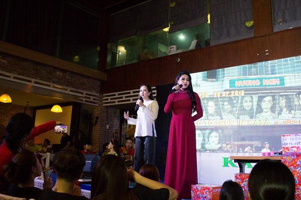 Cát Thy và Tâm Thảo trên sân khấu. Ảnh: M.Thuận