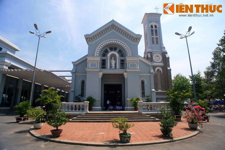 Tọa lạc tại số 53/7 Quang Trung, quận Gò Vấp, TP HCM, nhà thờ Hạnh Thông Tây (tên hiệu: Nhà thờ Thánh Giuse) là một nhà thờ cổ nổi tiếng với kiến trúc độc đáo của Sài Gòn xưa.