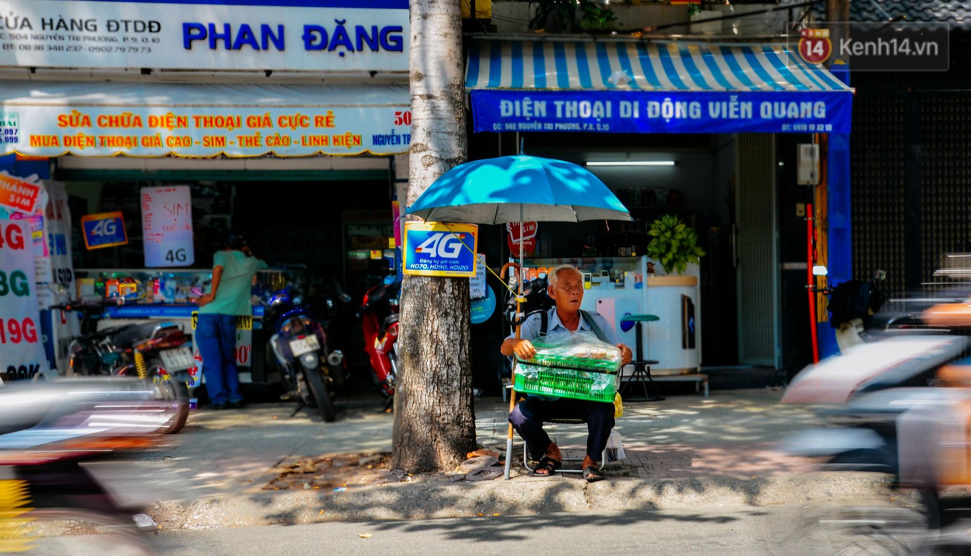Góc đường quen thuộc ông Quang vẫn bán mỗi ngày.