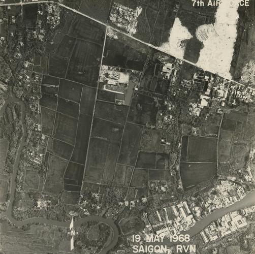 Khu vực nay là phưởng 10, quận 6 với đường Trần Văn Kiểu (dưới) và Lý Chiêu Hoàng (trên). Ảnh: Vietnam Center and Archive.