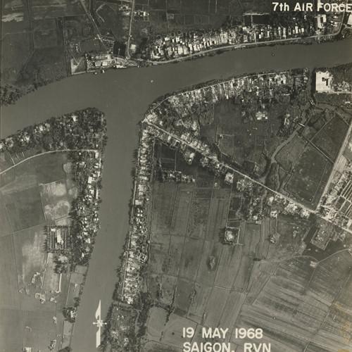 Ngã ba sông Chợ Đệm - sông Cần Giuộc và xóm Đồng Phú, nay là khu dân cư Phú Lợi, đường Ba Tơ, quận 8. Ảnh: Vietnam Center and Archive.