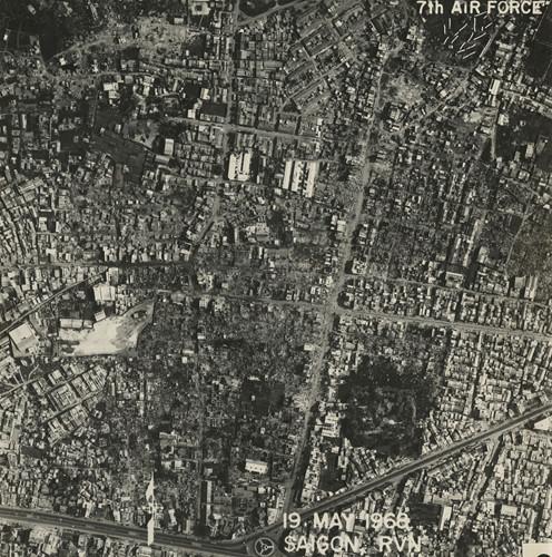 Khu vực phường Bình Thới, quận 11. Bên dưới là Vòng xoay Cây Gõ - giao lộ Trần Quốc Toản (nay là đường 3 Tháng2) - Minh Phụng - Lục Tỉnh (nay là đường Hồng Bàng). Ảnh: Vietnam Center and Archive.