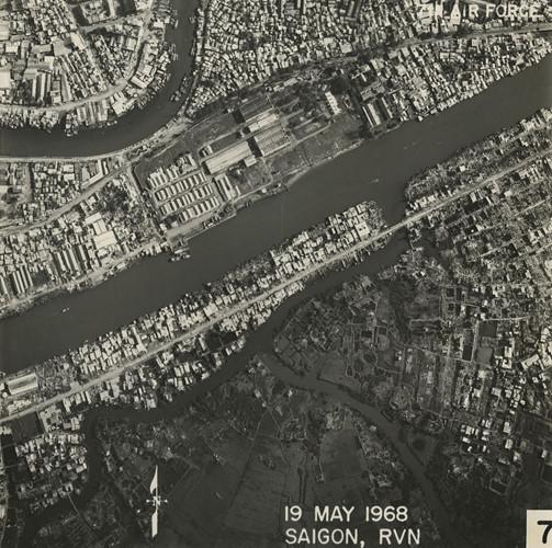 Kênh Tàu Hủ (trên), kênh Đôi (giữa) và rạch Sáng (dưới). Đường Phạm Thế Hiển chạy dọc bờ kênh Đôi. Ảnh: Vietnam Center and Archive.