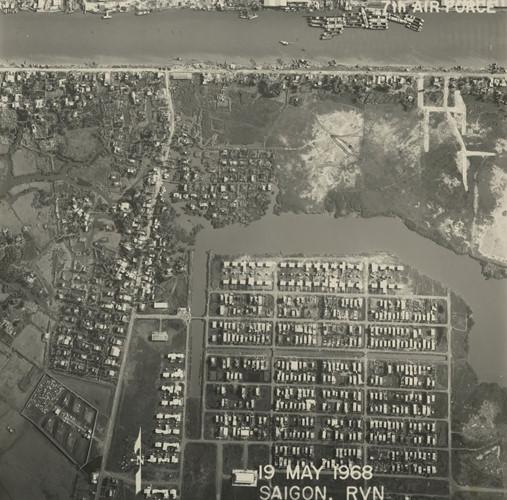 Kênh Tẻ và khu vực nay là phường Tân Kiểng, quận 7. Ảnh: Vietnam Center and Archive.