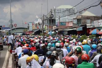 Vào các dịp lễ Tết, 2 đầu phà Cát Lái phía quận 2, TP HCM và huyện Nhơn Trạch, tỉnh Đồng Nai thường xuyên chịu cảnh ùn tắc .