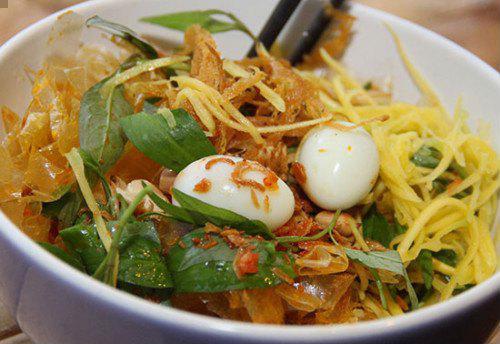 Bánh tráng trộn là một 'đại diện' tiêu biểu của món ăn vặt Sài Gòn - Ảnh minh họa: Internet