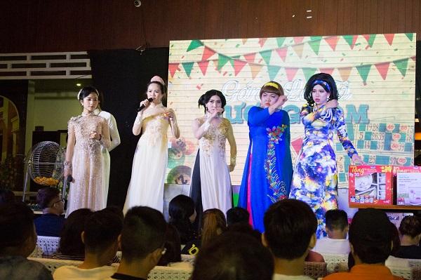 Đoàn lô tô Hương Nam luôn mong muốn mang đến hình ảnh đẹp nhất trong mắt khán giả. Ảnh: M.Thuận