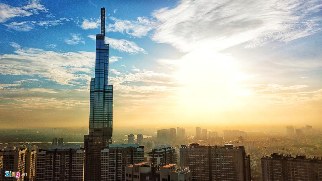 Bình minh trên đỉnh tòa nhà cao nhất Việt Nam. Ảnh: Hoàng Hà.