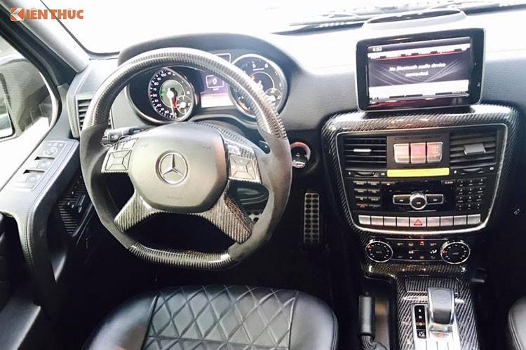 Hàng ghế thứ 2 của xe cũng được trang bị thêm 2 màn hình giải trí đa phương tiện DVD, phía sau hàng ghế này cũng có thêm một lưới mắt cá ngăn cách với khoang chứa đồ phía sau làm tăng phong cách off-road.