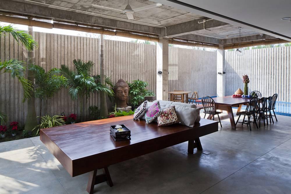 Không gian phòng bếp, phòng ăn, khu nghỉ ngơi thưởng trà được đặt tại khu vực tầng trệt nhà