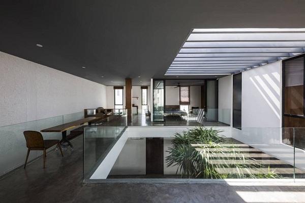 Cây xanh xuất hiện ở khắp nơi trong nhà tạo ra sự hài hòa về cảnh quan.