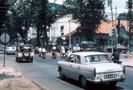Xe Peugeot 404 ở Sài Gòn.