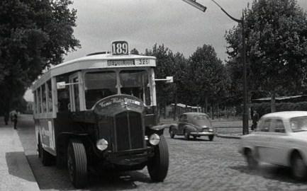 Xe buýt ở Sài Gòn khoảng năm 1951.