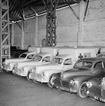 Loạt xe dòng Peugeot 203 của quân đội Pháp ở cảng Sài Gòn năm 1951.