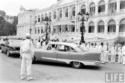 Một chiếc Mercedes ở Dinh Độc Lập cũ năm 1961.