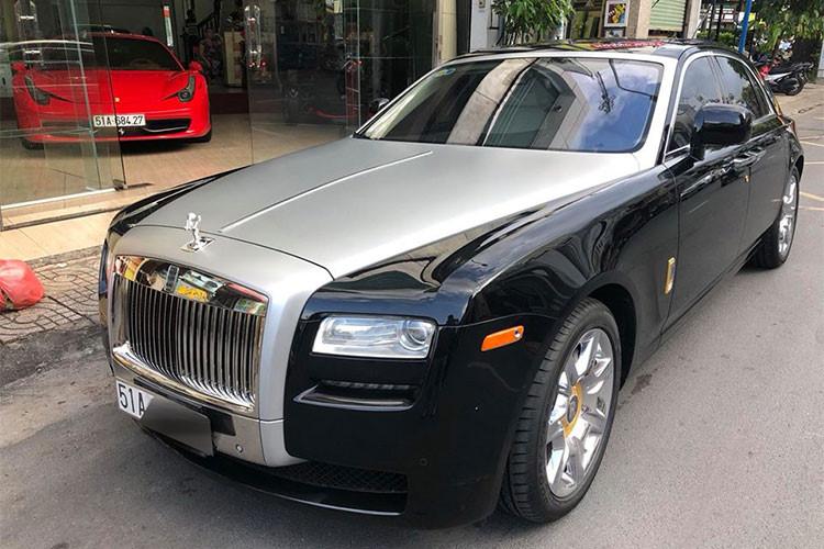 """Ngoài chiếc Rolls-Royce Ghost từng thuộc sở hữu của Chủ tịch Trung Nguyên này hiện đang được rao bán với mức giá dưới 10 tỷ đồng, thị trường mua bán xe đã qua sử dụng tại Việt Nam cũng không thiếu các thông tin rao bán mẫu xe siêu sang này. Nổi tiếng nhất có thể kể đến chiếc Rolls-Royce Ghost mang biển """"ngũ quý"""" 1 của Hải Phòng từng được rao bán 11,5 tỷ đồng."""