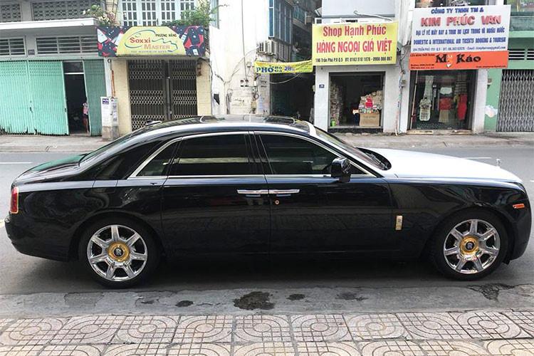"""Một số doanh nhân sau thời gian dài sử dụng đã """"đẩy"""" xe ra các công ty nhập khẩu tư nhân để tìm đến các mẫu xe siêu sang khác trải nghiệm. Gần đây nhất là một chiếc Rolls-Royce Ghost đời 2010 đã được ông chủ công ty nhập khẩu siêu xe tại TP HCM mua lại và đang rao bán."""