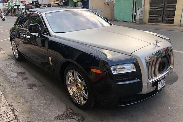 """Siêu xe sang Rolls-Royce Ghost được định vị dưới """"đàn anh"""" Phantom nên được đánh giá là khá phù hợp với các doanh nhân trẻ tuổi. Tại thị trường Việt Nam, số lượng dòng xe này có không dưới 50 chiếc được đưa về nước với đầy đủ 2 thế hệ cũng như một số phiên bản đặc biệt."""