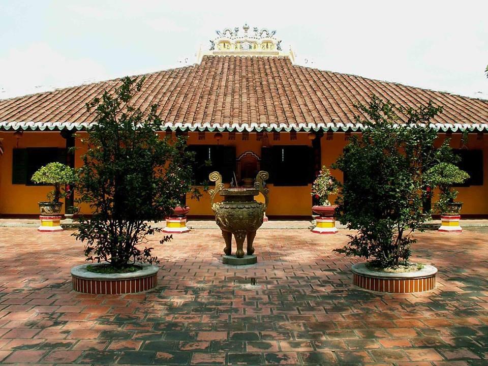 Chùa Giác Lâm những ngôi chùa cổ bậc nhất Sài Gòn bởi với lối kiến trúc mang nét đặc trưng những ngôi chùa Nam Bộ. Ảnh: Kenny Diep