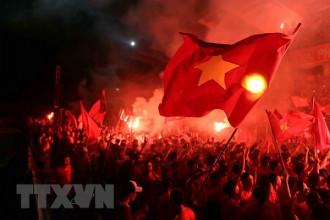Hàng nghìn người cổ vũ cho Olympic Việt Nam trên sân Lạch Tray. Ảnh minh họa (Ảnh: AN ĐĂNGTTXVN)