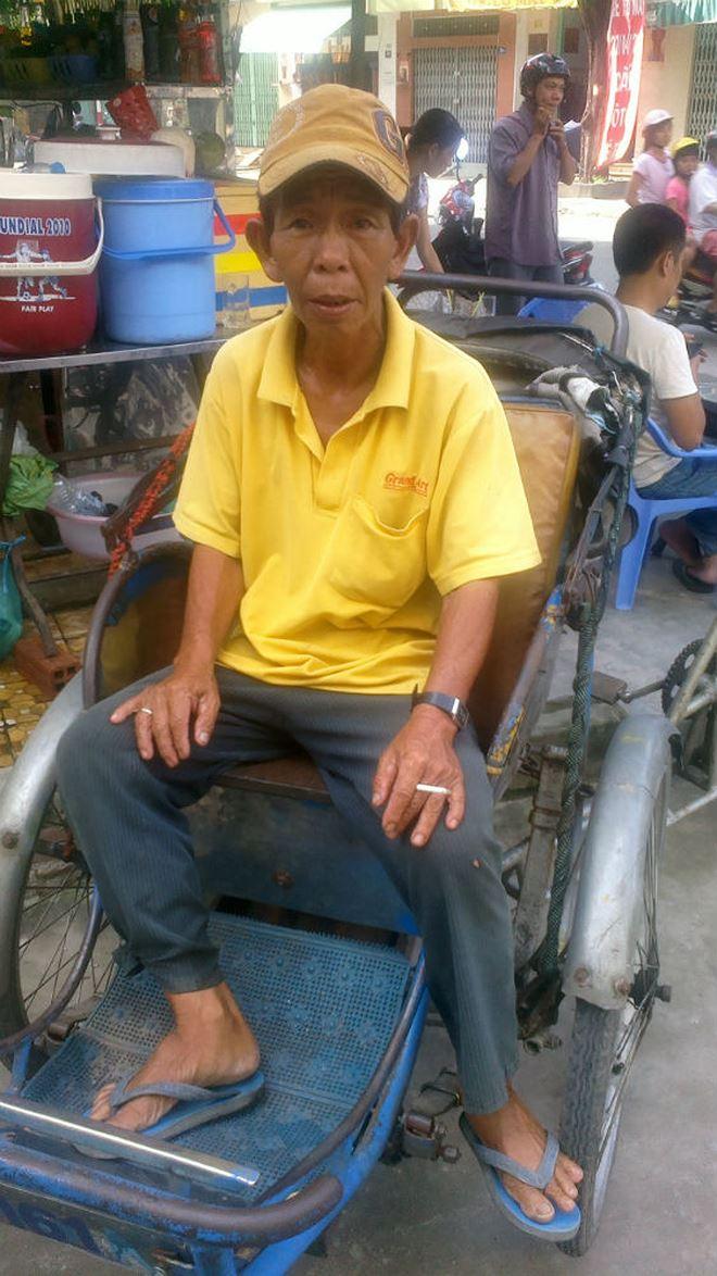 Bác tài xích lô Vũ Thiên Sơn trong một buổi trưa ở chợ Thiếc (phường 4, quận 11)