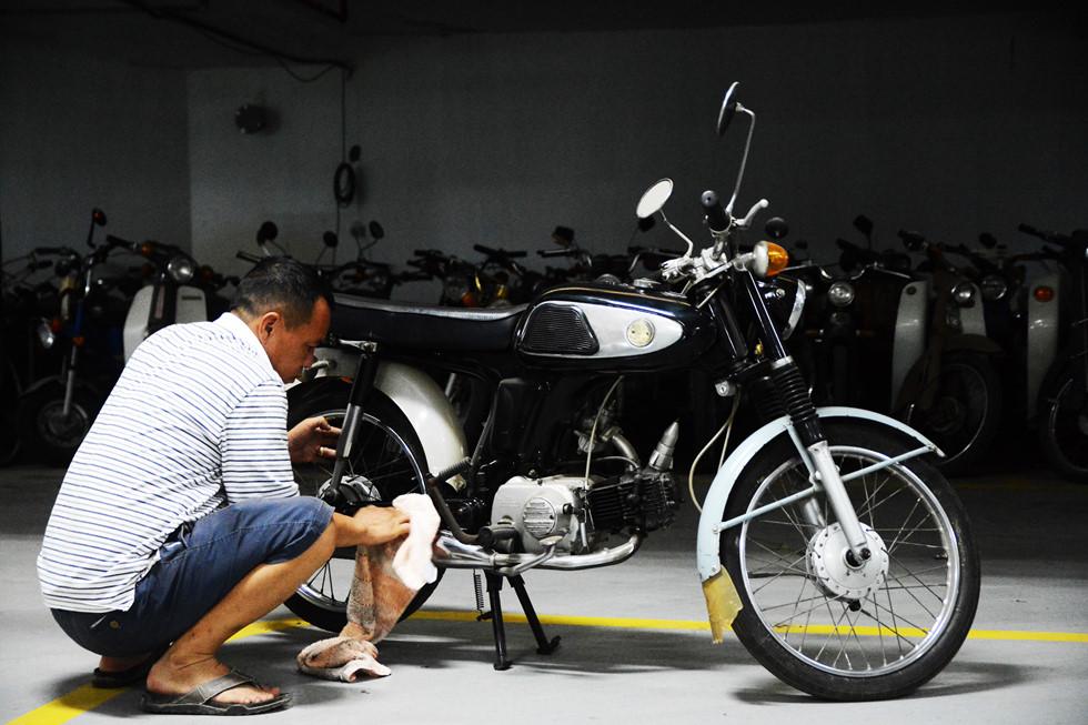 Honda 67 - chiếc xe đầu tiên ông Giang sử dụng và vẫn được ông gìn giữ 24 năm qua HOÀI NHÂN