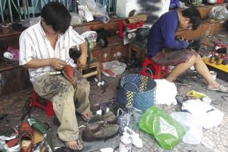 Nơi sửa giày của chú Trương.
