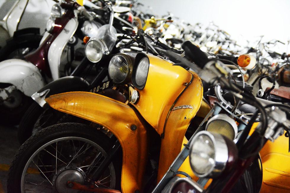 Số xe máy cổ nguyên bản và phục chế hơn 400 chiếc, trong đó có những mẫu xe cực kỳ hiếm gặp như Monet & Goyon 1924, Terrot 1939, NSU Quickly 1953,... HOÀI NHÂN