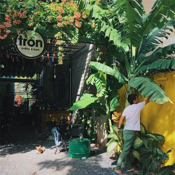 Dan-sanh-cafe-Sai-Gon-chinh-hieu-mach-ban-5-dia-chi-thu-vi-de-ngoi-li-ca-ngay-khong-chan_1