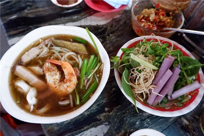 Món phở dễ ăn, hút nhiều du khách nước ngoài dù nước phở không có gì nổi trội.