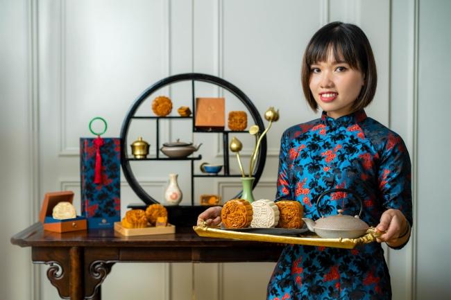Khách sạn Hôtel des Arts Saigon, Q.1 mang đến BST bánh khá đơn giản với hộp bánh lấy cảm hứng từ chiếc áo dài Việt cách tân