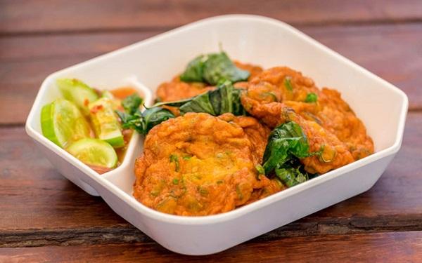 Tod Man (chả cá cay), một trong những món Thái được người nước ngoài ưa thích SHUTTERSTOCK