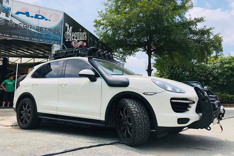 Tại thị trường Việt Nam, rất hiếm chủ nhân nào chịu chơi khi đem Porsche Cayenne đắt tiền ra độ thành xe off-road. Hiện chưa rõ chiếc SUV hạng sang này có được chủ nhân cho đem đi các cuộc thi thử thách về xe địa hình hay không. Nhưng mức độ đầu tư và độ lại chiếc Porsche Cayenne khiến không ít người mê xe thán phục.