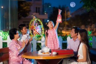 Trong ký ức của những thế hệ trước, trung thu là dịp gia đình sum vầy phá cỗ, trông trăng.