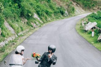Bộ ảnh được chụp ngay tại đèo Mangden, Gia Lai. Địa điểm không nổi bật, chỉ là một con đường và một hai bối cảnh bên nhà sàn nhưng lại có nét ấn tượng riêng. Tổng chi phí của bộ ảnh khoảng 15 triệu đồng.