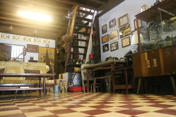 """Ẩn mình dưới """"vỏ bọc"""" là một quán cà phê, cơm tấm, bên trên căn gác nhỏ là nơi lưu lại nhiều dấu tích của các chiến sĩ Biệt động Sài Gòn"""