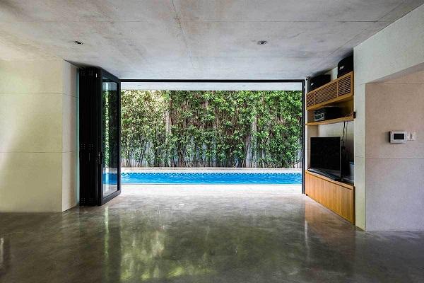 Xuyên suốt trong không gian ngôi nhà, từ vật liệu địa phương cho tới đồ nội thất và khung cốt đều thiên về tính nguyên bản, mang tới nét đẹp giản dị, an bình nhưng không mất đi nét hiện đại, tinh tế.