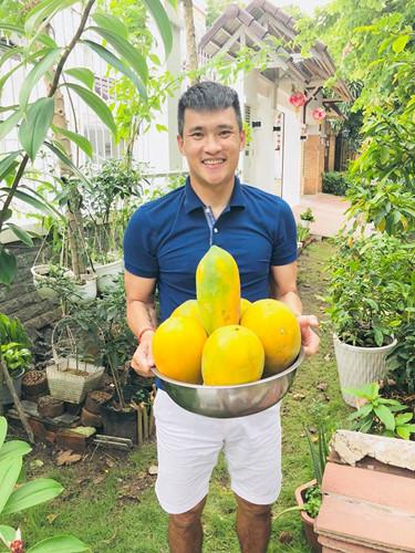 Ngoài rau, trong vườn nhà Công Vinh - Thủy Tiên còn có nhiều trái cây. Ảnh: Le Cong Vinh.