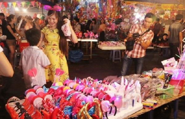 Nhiều đồ chơi ngoại lai không rõ nguồn gốc xuất hiện tại chợ đồ chơi trẻ em