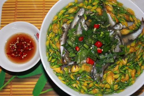 Tô canh chua cá linh bông điên điển thơm ngon đậm đà, ăn một lần sẽ nhớ mãi. Ảnh: Minh Thư.