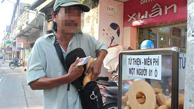 Sài Gòn dễ thương với tủ bánh mì miễn phí ẢNH: XUÂN PHƯƠNG