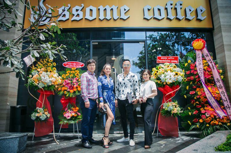 Từ trái qua: Ông Chủ Ryu Sung Hwan , Hoa hậu Huyền Trân, diễn viên Quang Hòa và Ms Hường