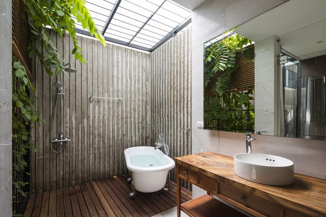 Trong khi đó, phòng tắm hiện đại, gần gũi với thiên nhiên.
