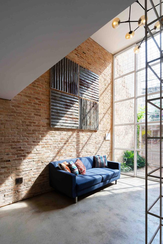 Sự mộc mạc kết hợp với nội thất hiện đại.
