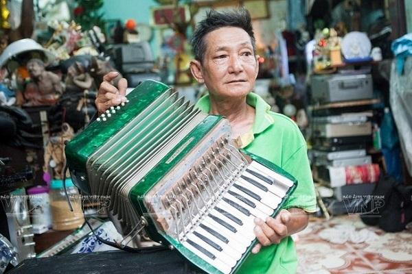 Ông già gom rác Tống Văn Thơm