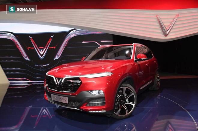 Và mẫu SUV có tên LUX SA2.0 màu đỏ nổi bật.