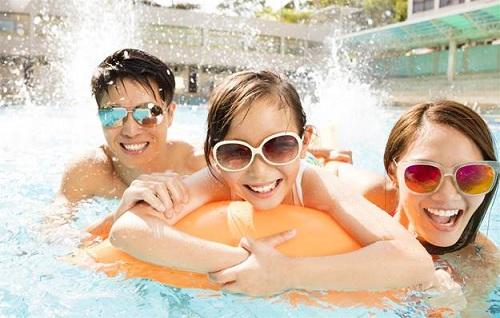 Nhiều trò chơi vận động dưới nước được thiết kế cho gia đình, các bé trong sự kiện. Ảnh: Shutterstock.